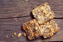 Biscuits avec des écrous et des graines photo libre de droits