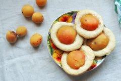 Biscuits avec des abricots photographie stock