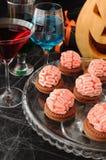 Biscuits avec des cerveaux de massepain pour Veille de la toussaint image stock