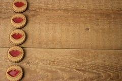 Biscuits avec des lèvres de gelée Concept de Saint Valentin image stock
