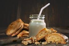 Biscuits avec des noix Images libres de droits