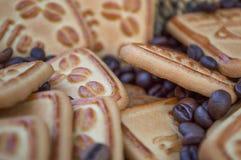 Biscuits avec du café Images stock