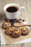 Biscuits avec du chocolat et le café Image libre de droits