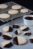 Biscuits avec du chocolat fondu, fondue de chocolat Image libre de droits