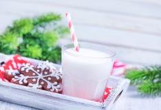 Biscuits avec du lait Photos libres de droits