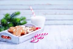 Biscuits avec du lait Image libre de droits