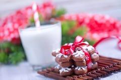 Biscuits avec du lait Photographie stock libre de droits