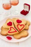 Biscuits avec du vin et le cadre avec la boucle Images stock