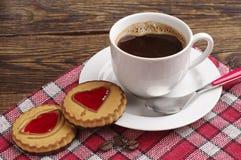 Biscuits avec la confiture et le café Photos stock