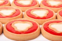 Biscuits avec la gelée et les coeurs comme fond Image libre de droits