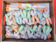 Biscuits avec le glaçage coloré formé comme des outils Photographie stock