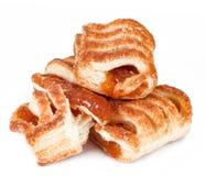 Biscuits avec le plan rapproché de confiture d'isolement sur un blanc Image libre de droits