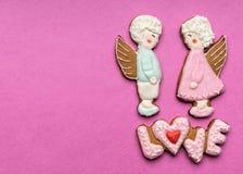 Biscuits avec le texte de l'amour et des anges Photos libres de droits
