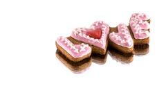 Biscuits avec le texte de l'amour et du coeur rouge Image stock
