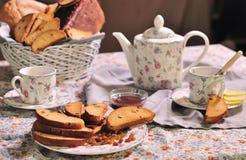 Biscuits avec le thé photo libre de droits