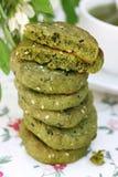 biscuits avec le thé de matcha Images stock