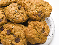 Biscuits avec les frites de chocolat et la farine d'avoine Photographie stock libre de droits