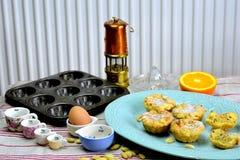 Biscuits avec remplir pelucheux d'amandes Photo stock
