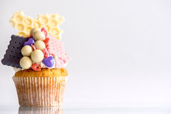 Biscuits and bonbons cupcake Stock Photography