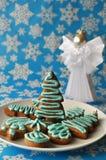 Biscuits colorés décorés de miel de Noël Photos libres de droits