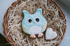 Biscuits colorés par jour du ` s de Valentine Photographie stock libre de droits