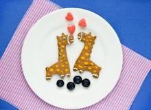 Biscuits créatifs pour des enfants sous forme de girafe Photographie stock libre de droits