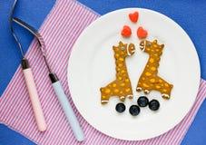Biscuits créatifs pour des enfants sous forme de girafe Images stock