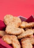 Biscuits cuits au four dans la forme de coeur Photos stock
