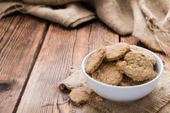 Biscuits cuits au four frais d'avoine Images stock