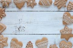 Biscuits décorés de pain d'épice Image libre de droits