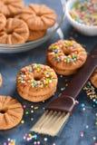 Biscuits décorés des perles de sucre Photo stock