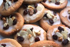 Biscuits délicieux de pain de gingembre préparés pour Noël Image libre de droits