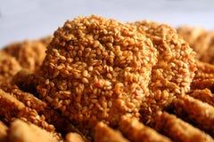 Biscuits délicieux de sésame photographie stock