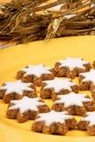 Biscuits d'étoile de cannelle (Zimtsterne) Image stock
