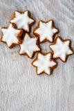 Biscuits d'étoile de Noël photographie stock libre de droits