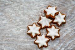 Biscuits d'étoile de Noël image libre de droits