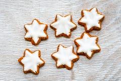 Biscuits d'étoile de Noël photographie stock