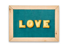 Biscuits d'alphabet, mot AMOUR sur le fond de tableau Photo stock