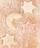 Biscuits d'hiver sur le conseil en bois photos stock