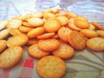 Biscuits dans la table photos libres de droits