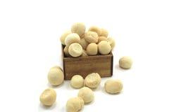 Biscuits dans le boîte-cadeau d'isolement Photo stock
