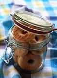 Biscuits dans le choc en verre Images stock