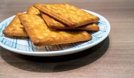 Biscuits dans le plat Photo libre de droits