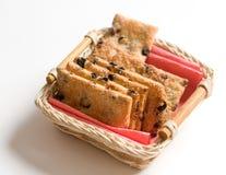 Biscuits dans le plat fabriqué à la main image stock