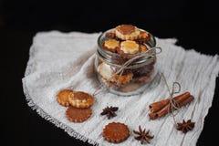 Biscuits dans le pot en verre Image libre de droits