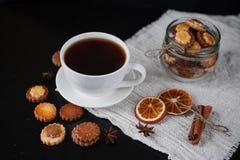 Biscuits dans le pot en verre Photo libre de droits