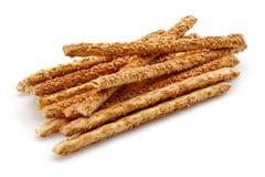 Biscuits de bâton de sésame sur le fond blanc photographie stock libre de droits