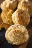 Biscuits de babeurre Flakey faits maison image libre de droits