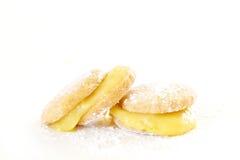 Biscuits de beurre avec le lait caillé de citron Photographie stock libre de droits