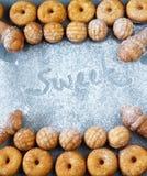 Biscuits de biscuit de différentes formes Vue supérieure photos stock